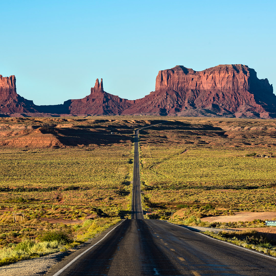 road to monument valley in arizona