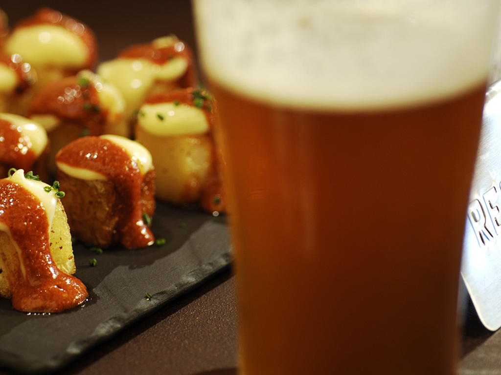 patatas bravas and beer in Barcelona