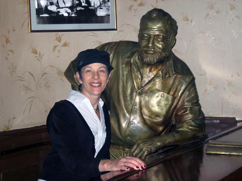 Vinnie Hansen pioses with a bronze statue of Ernest Hemingway