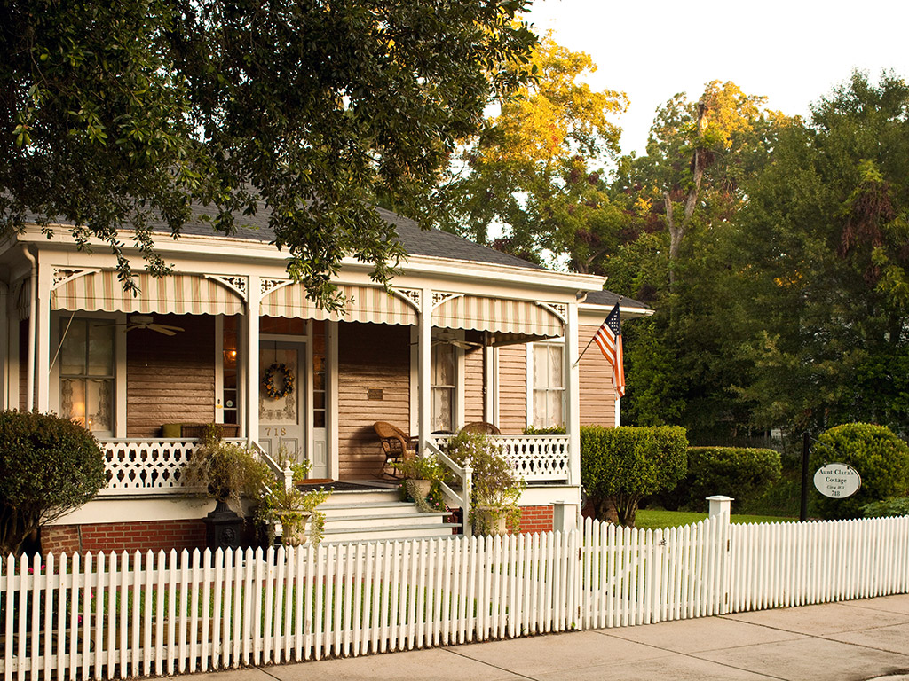 Victorian inn with a picket fence in Natchez Mississippi