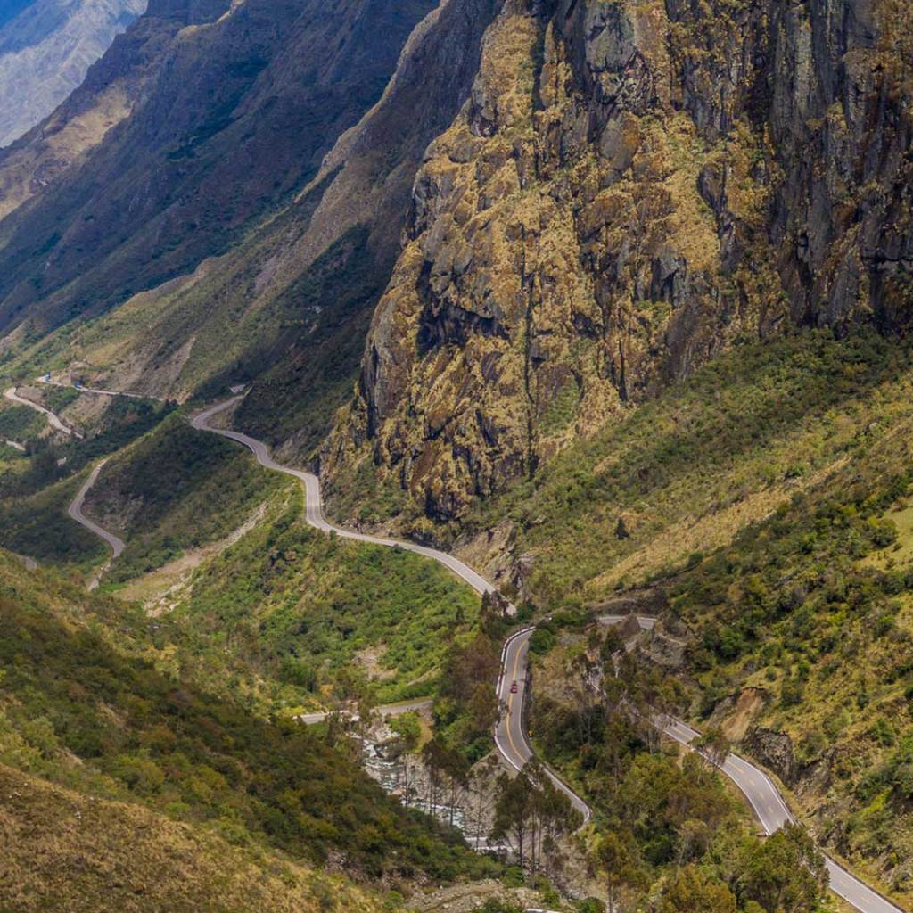 A road winds through the valley in the Abra Malaga Pass
