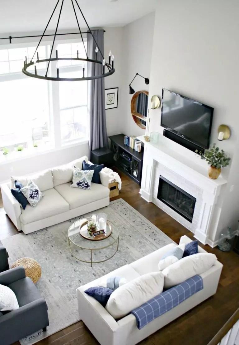 L'unico modo per sperimentare la comodità è sedersi sul divano e rimanere seduti almeno per 10 minuti. Come Disporre Due Divani In Salotto Consigli Pro E Contro E Idee Di Posizionamento Hackrea