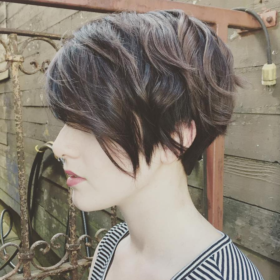 50 Best Short Hairstyles for Thick Hair in 2020 - Hair Adviser