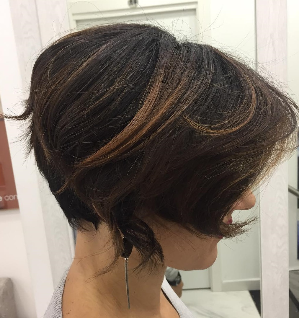 Ear-Length Thick Layered Bob