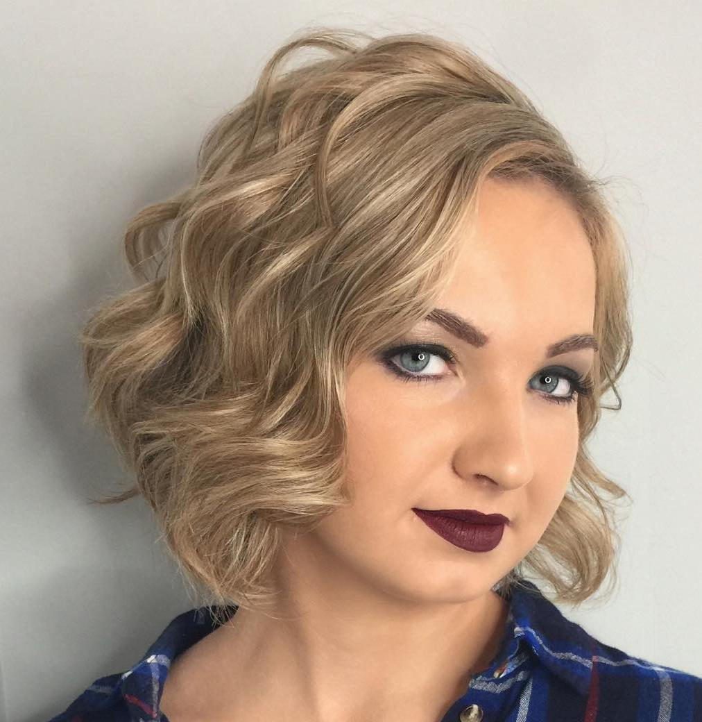 Short Wavy Bob Haircut for Round Faces