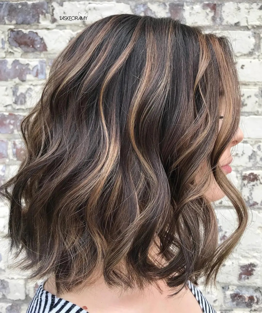 Brown Hairstyle with Beige Highlights