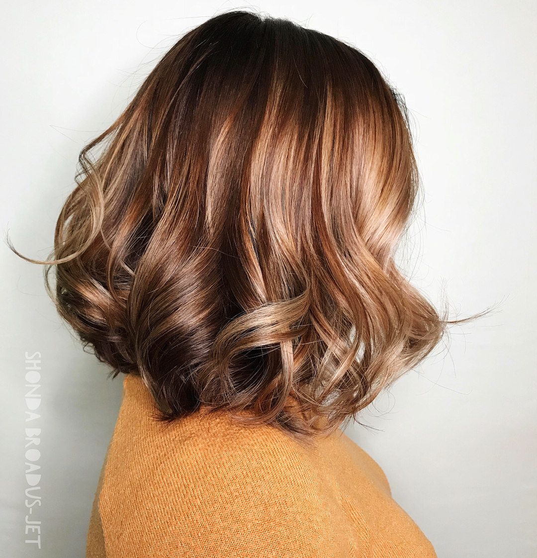 Brown Lob with Dimensional Highlights