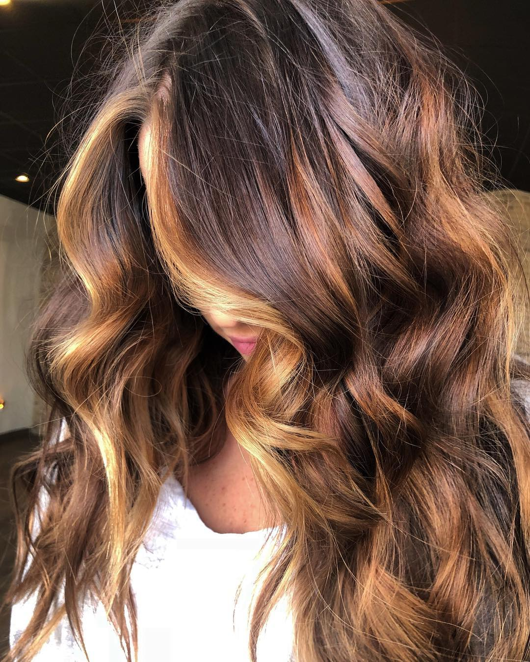 50 Beautiful Hairstyles With Caramel Highlights Hair Adviser