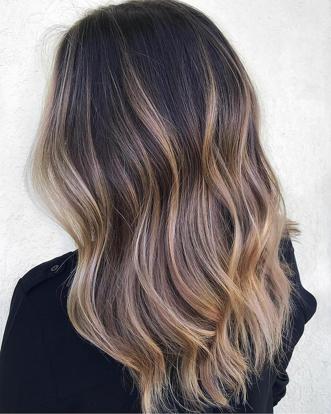 Creamy Balayage Highlights with Light Waves