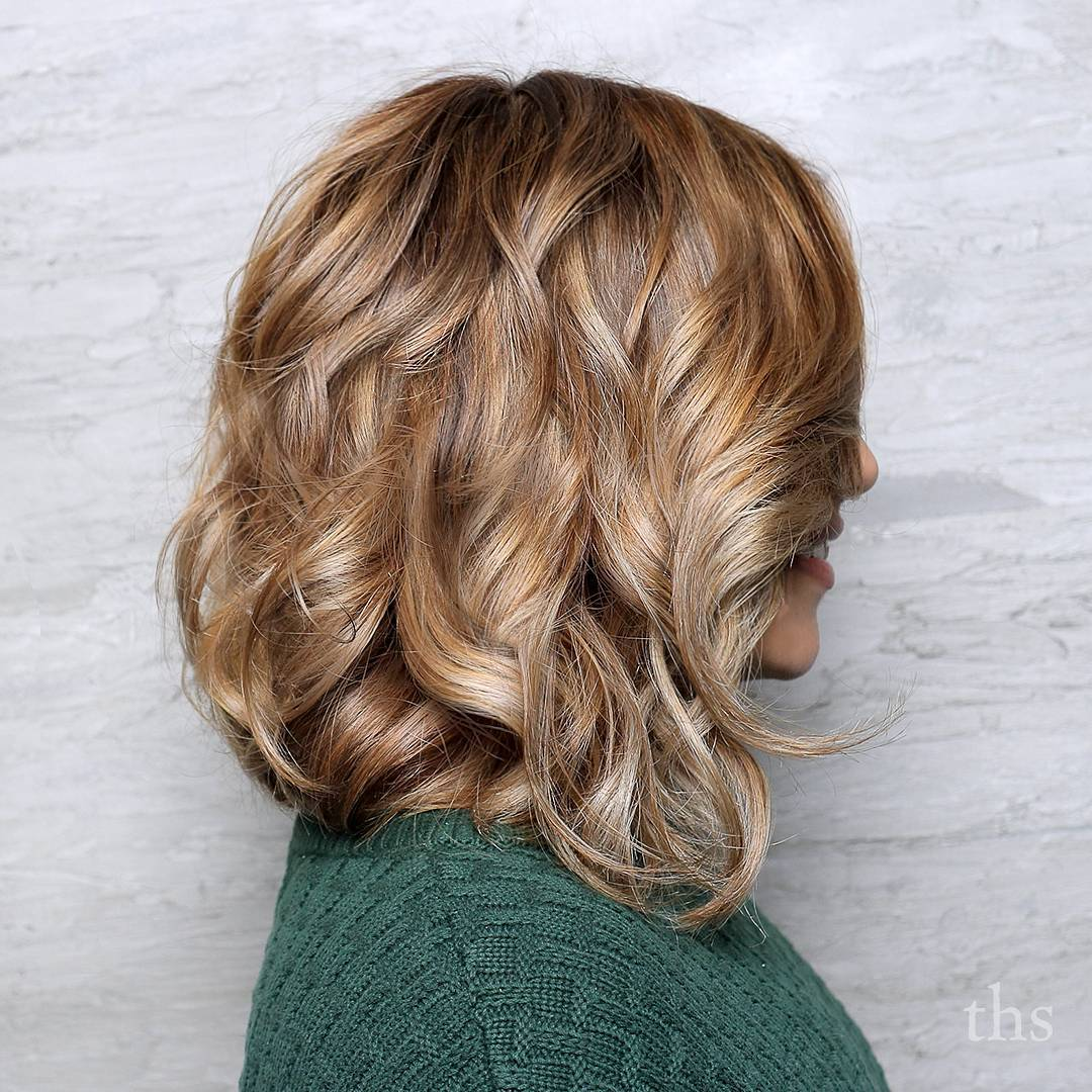 Shoulder-Length Bob with Highlighted Waves