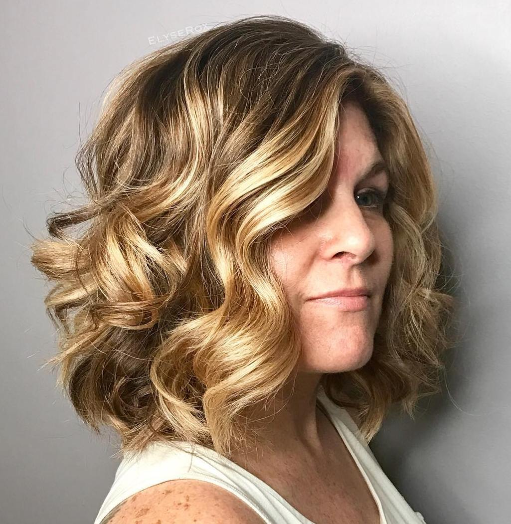 Lob with Sun-Kissed Highlights and Curls