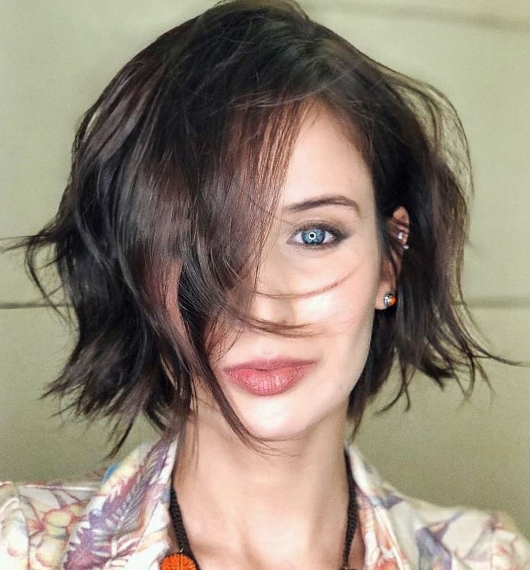 Messy Bob Hairstyle for an Oval Face