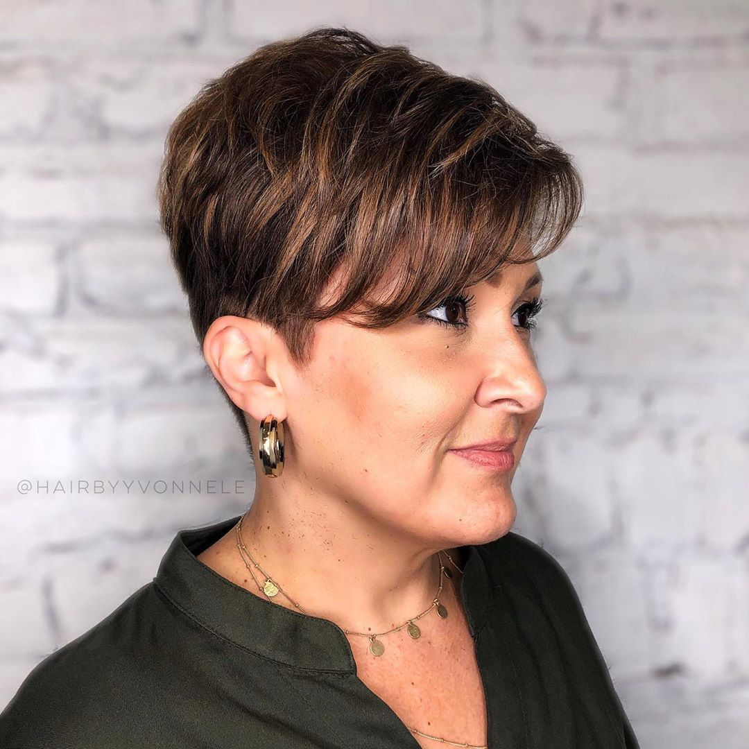 Chic Feathered Hairstyle for Short Hair