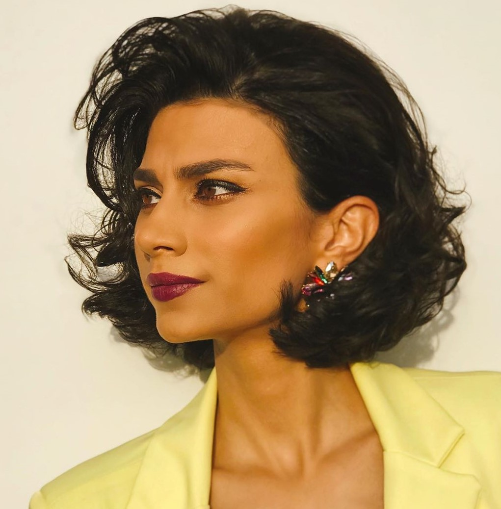 Neck-Length Bob with Messy Layers