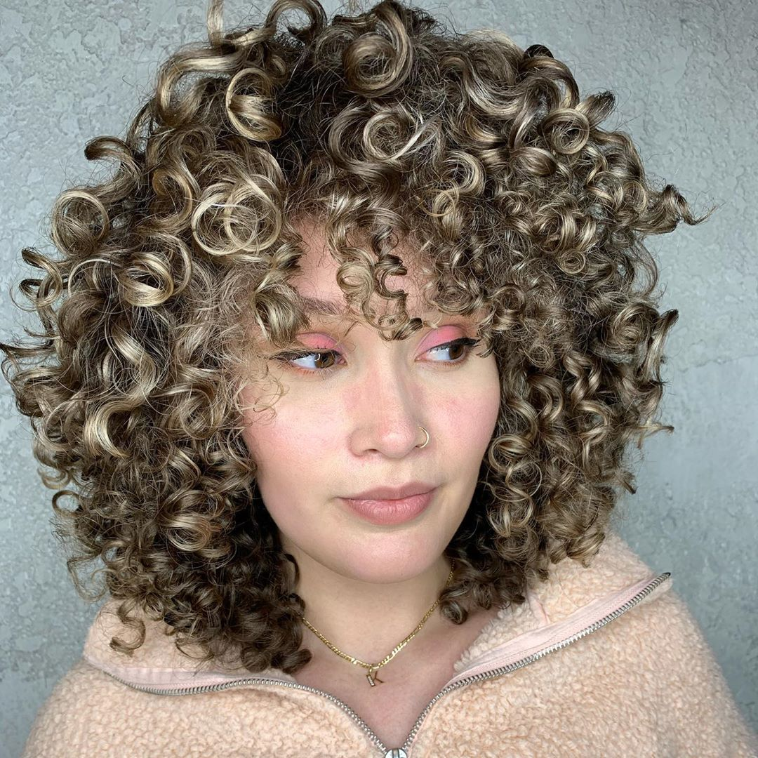 Layered Curly Hairstyle with Highlights