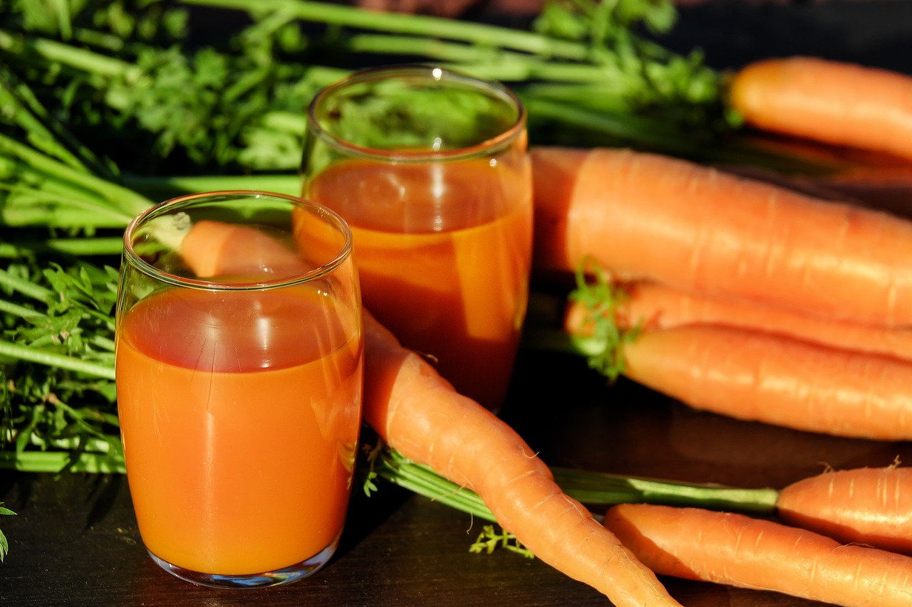 How to Dye Hair Red Naturally with Carrot Juice