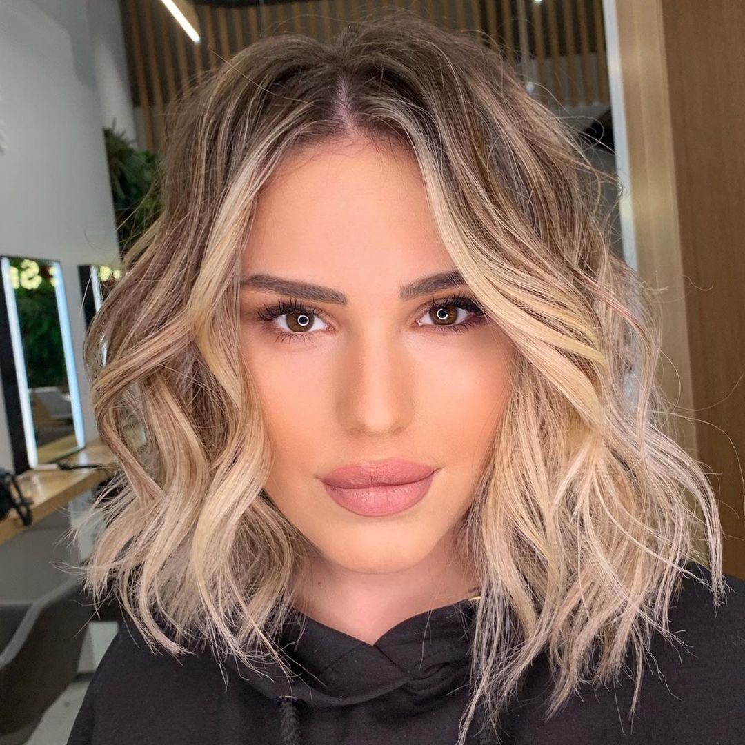 Simple Midi Cut for Fine Hair with Balayage