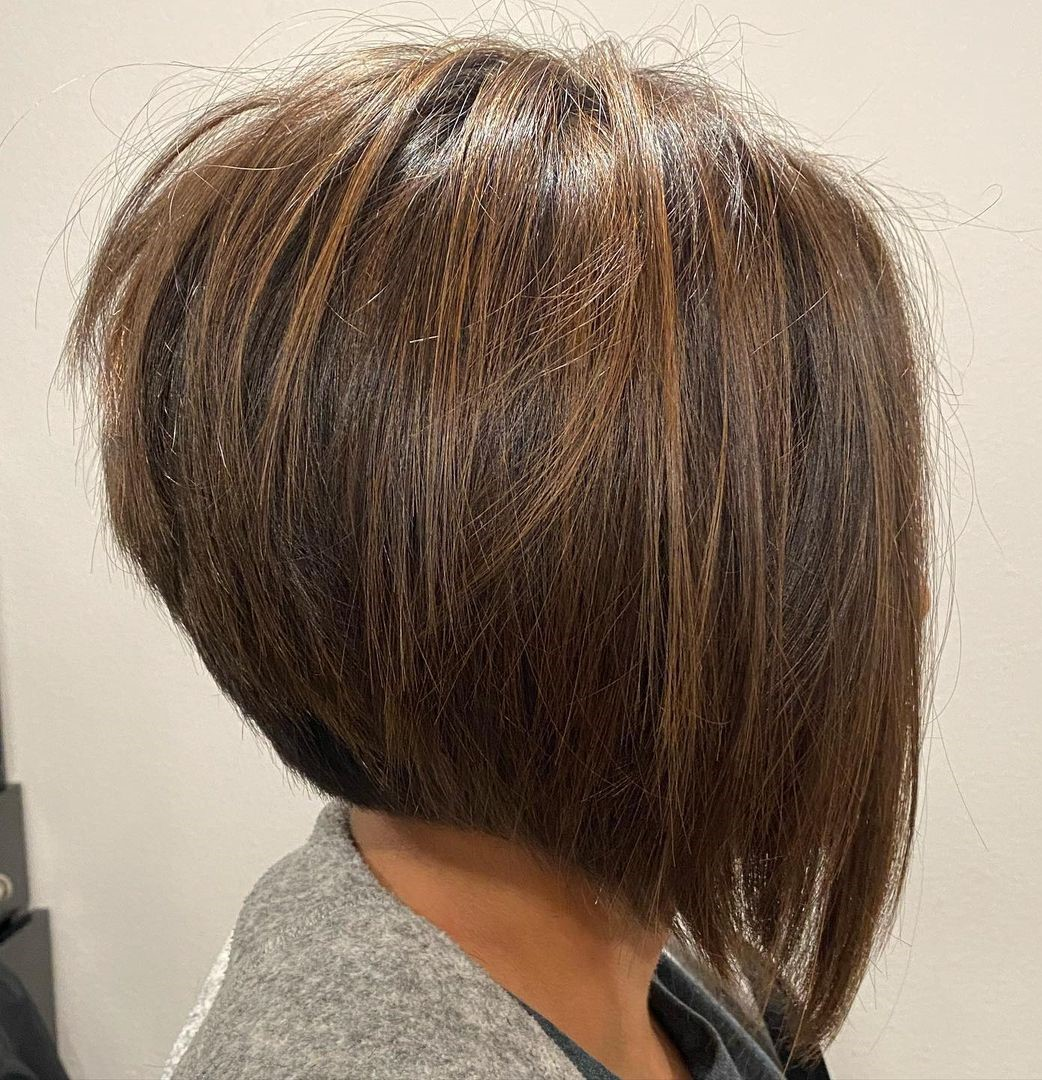 Brown Stacked Hairstyle with Highlights