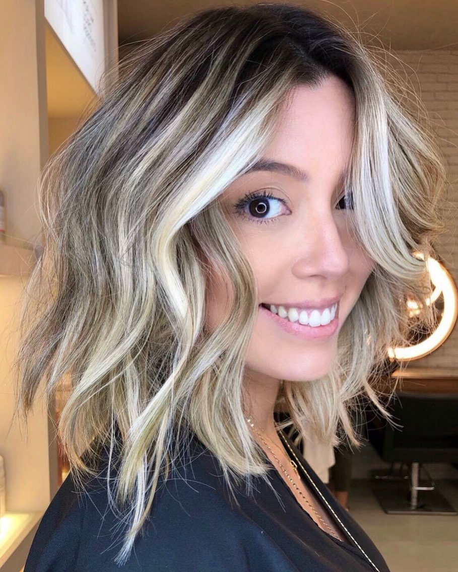 Messy Lob with Blonde Money Pieces