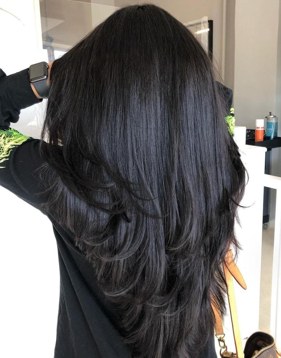 Long Loose V-Cut Hairstyle