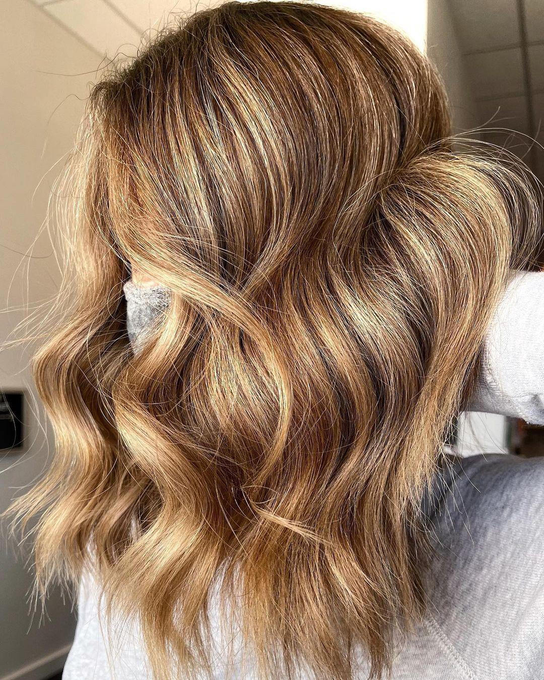 Cool Honey Blonde Look