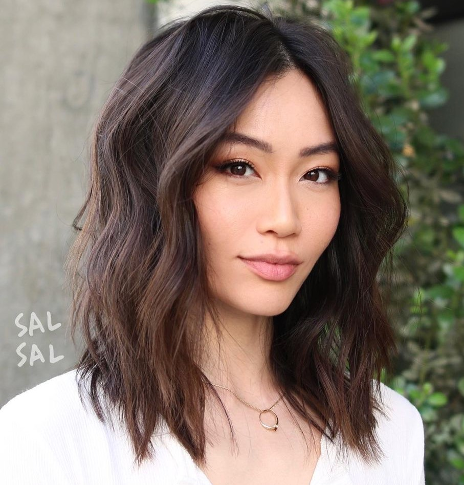 Chic Shoulder-Length Asian Hairstyle