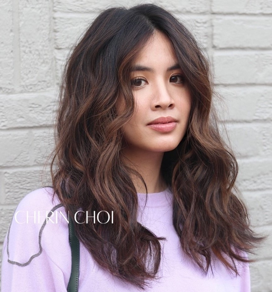 Long Wavy Brown Hair with Highlights