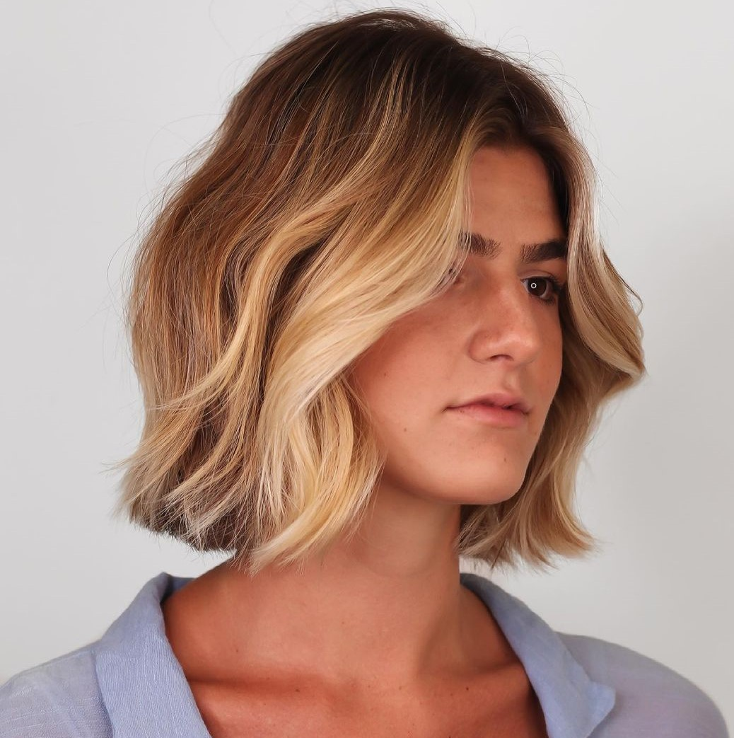 Short Cut with Blonde Face-Framing Highlights
