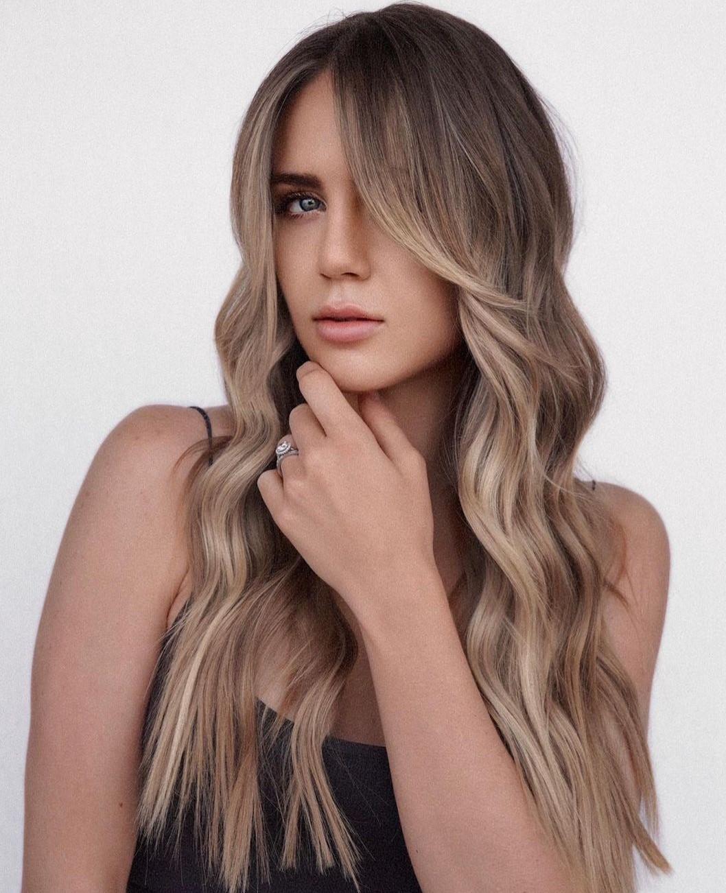 Mushroom Hair with Blonde Face-Framing Highlights