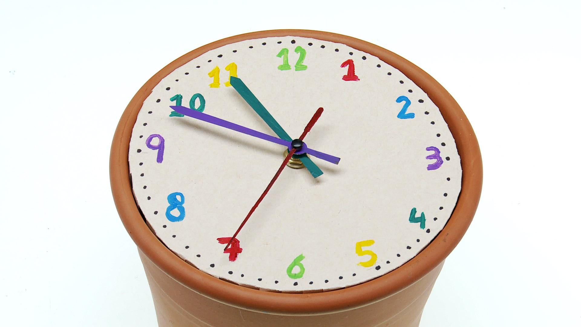 Proyecto En Reloj De Carton