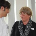 Alexander Flieger, Vorstand er HagenSchule gAG, im Gespräch mit Ellen Neuhaus, Schulausschussvorsitzende