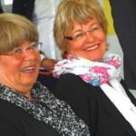 Ellen Neuhaus und Sekundarstufenleiterin Gisela Gutheil