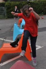 Die Sportlehrer hatten auf dem Schulhof mehrere Bewegungsstationen aufgebaut.