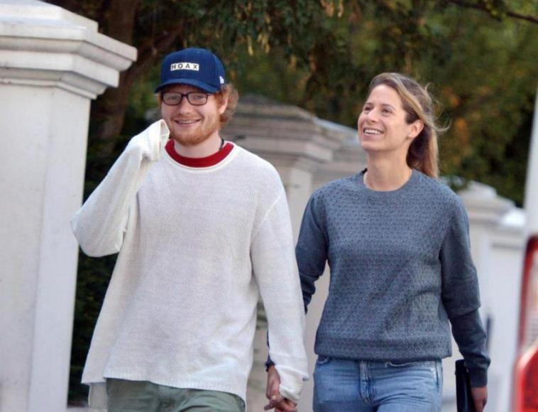 2 tahun menjalin cinta, Ed Sheeran resmi tunangan dengan kekasihnya Cherry Seaborn
