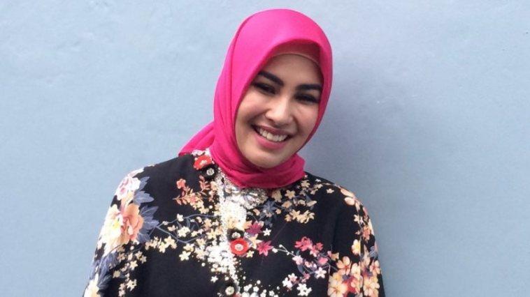 Berhijrah, ini alasan Kartika Putri mantap menutup auratnya dan menghapus foto tanpa hijab