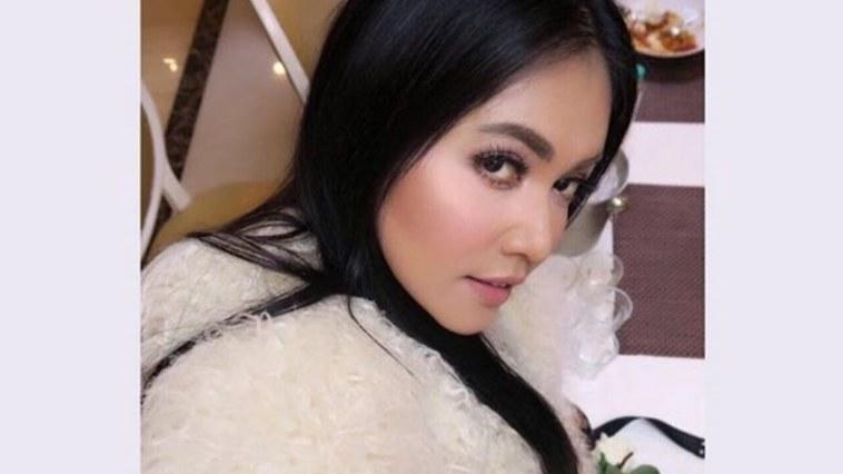 Kembali unggah foto seksi di medsos, netizen ingatkan soal ini ke Denada