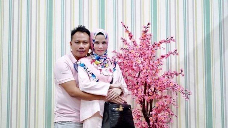 Menelan biaya miliaran rupiah, pernikahan Angel Lelga dan Vicky Prasetyo live di tv