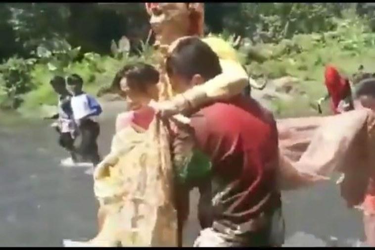 Penuh perjuangan, pasangan pengantin ini digendong sebrangi sungai demi mengucap ijab qabul