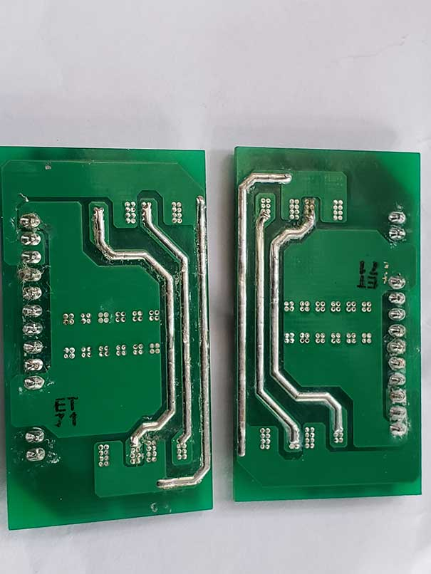 Supercritical fluid cleaning circuit board