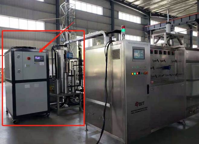 Intercooling system for supercritical fluid extraction