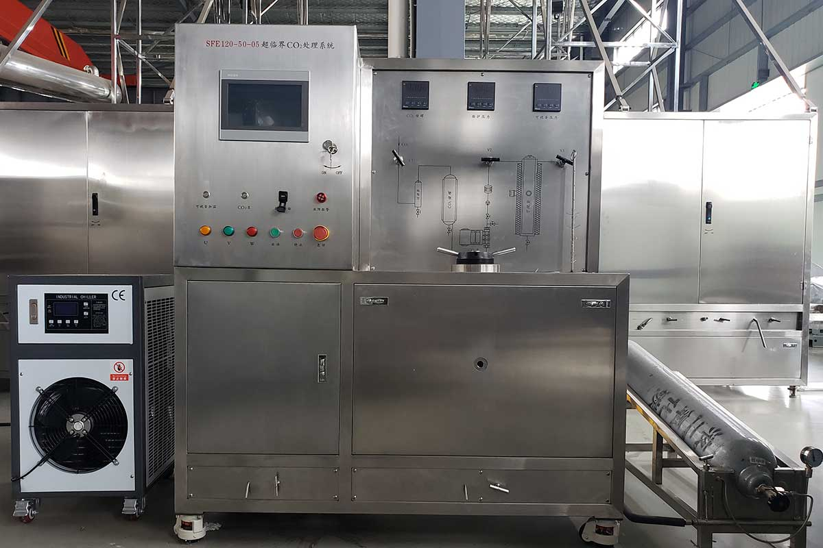 Supercritical fluid reaction equipment