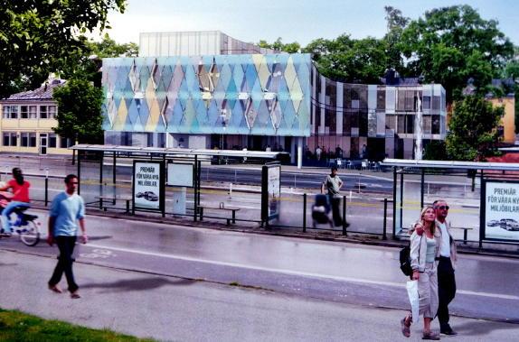 Hotellbyggnad med fasad av harlekinmönstrat glas