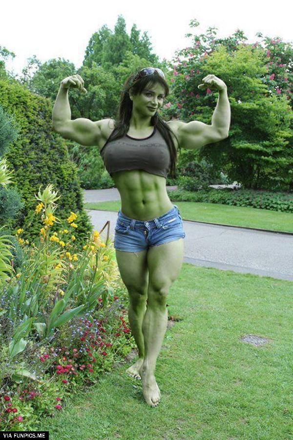 Sexy Hulk Cosplay