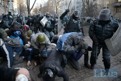 Турчинов: «Я вас всех уничтожу! Всех – закопаю!», - кричал Янукович, бегая по кабинету» // Левый берег. – 2014. – 20 листопада.