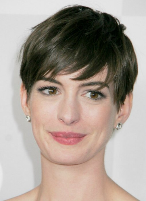 Anne Hathaways Short Pixie Cut Style With The Hair Swept