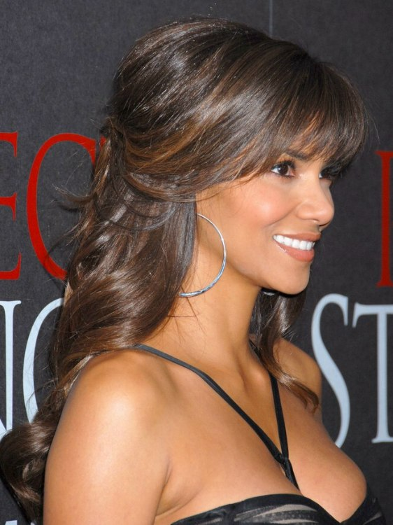 Halle Berrys Hairstyle With Curls That Cascade Down Her Back