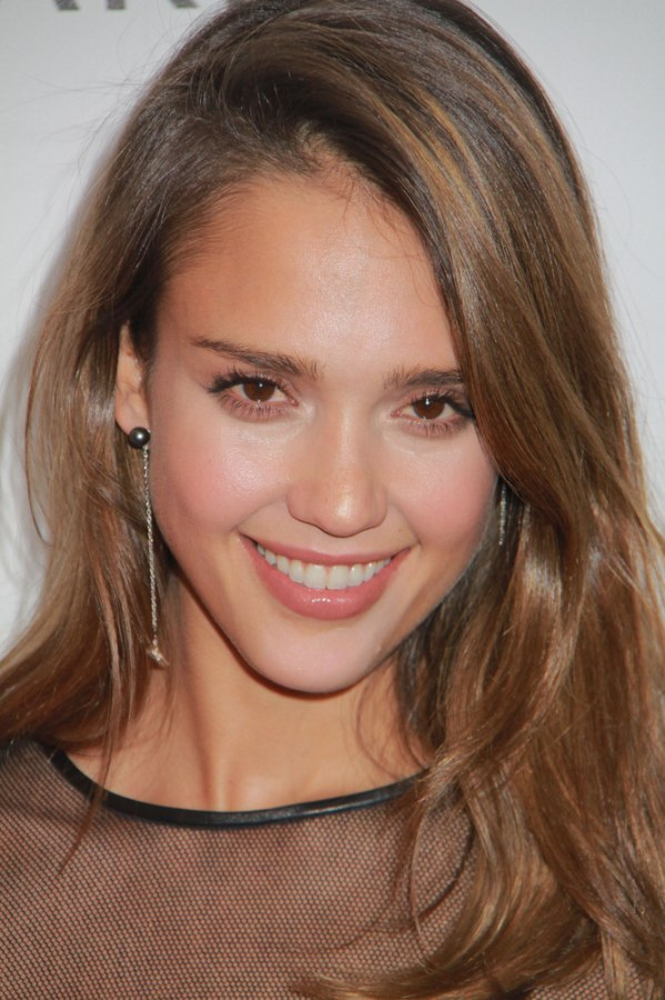 Jessica Alba Comfortable Casual Long Hairstyle With