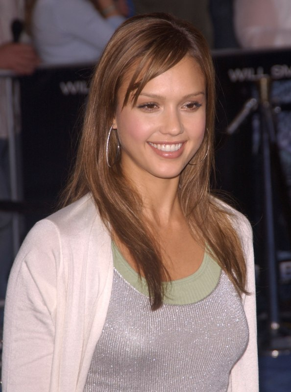 Jessica Alba Wearing Her Hair Long And Straight