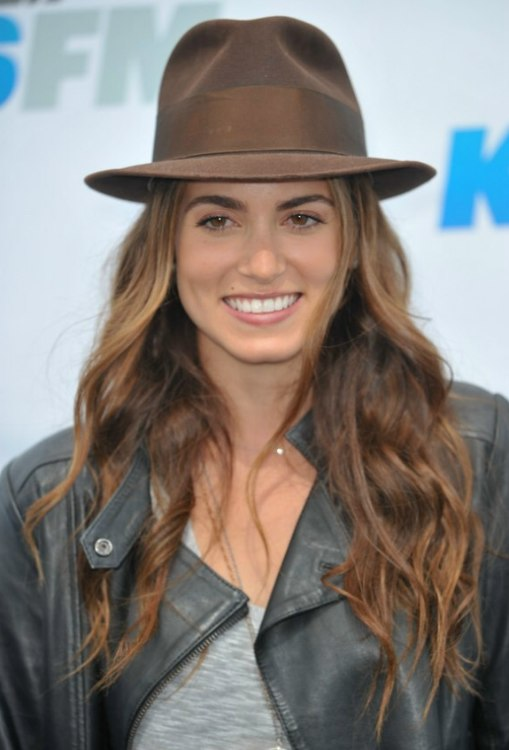 Nikki Reeds Hippie Look With Chest Length Hair Hat And