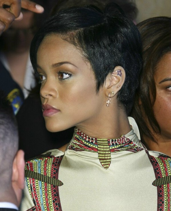 Rihannas Hair In A Short Cropped Style And Contoured